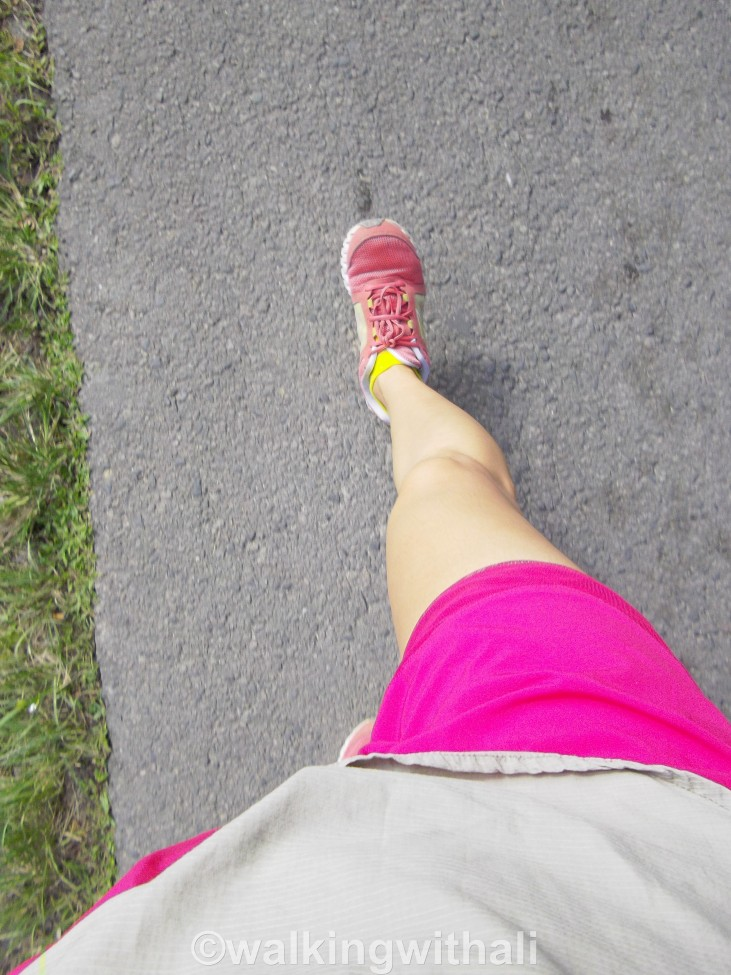 Walking to Ambarita.